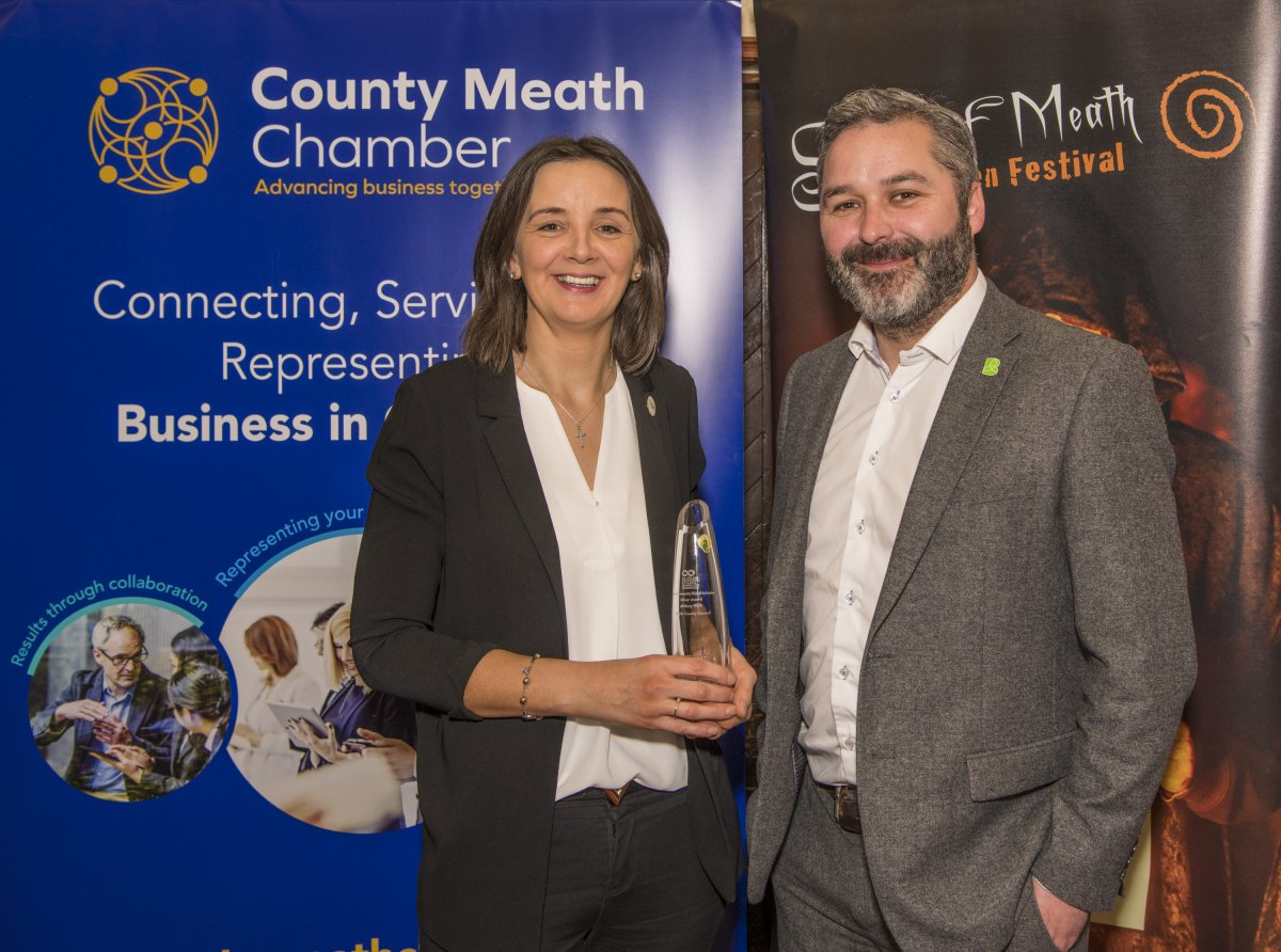 Paula McCaul (CE County Meath Chamber) & Cllr David Gilroy (Chairperson of Athboy Hub) pictured with the Silver Award which Athboy Hub won in the 2019 All Ireland Community & Council Awards for 'Best Community Based Initiative'